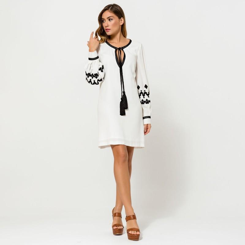 Vestido blanco manga larga, puños bordados